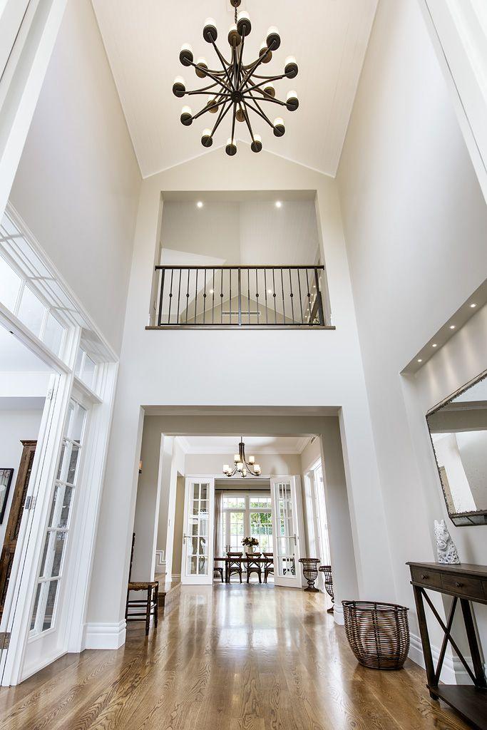 Hamptons style hallway - Oswald Homes