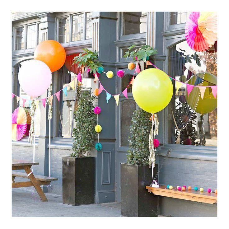 Ballons color géants et pompoms or