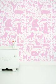Behang met roze dieren abc voor de babykamer of kinderkamer. Premium Quality 165 grams Vliesbehang. Full color met supermatte uitstraling. Zeer eenvoudig direct op de muur aan te brengen.  Afmetingen: 146,1 x 280 cm (b x h), een rol bestaat uit drie banen van 48,7 x 280cm (b x h). Merk: KEK Amsterdam. Levertijd: 1 week. Alfabet dieren behang roze KEK Amsterdam