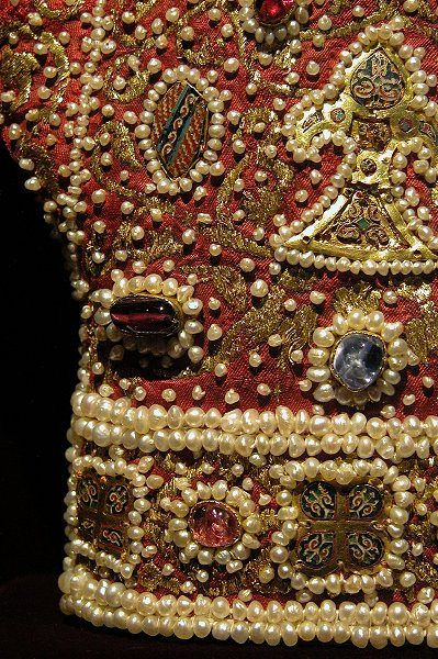 Palermo, Handschuhe Detail holy_roman_gloves_detail by verybigjen, via Flickr