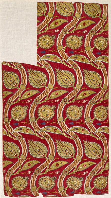 Fragmentary loom width with wavy-vine pattern, Ottoman period (ca. 1299–1923), ca. 1565–80  Turkey, probably Istanbul  Silk, metal-wrapped thread; lampas (kemha) | Heilbrunn Timeline of Art History | The Metropolitan Museum of Art