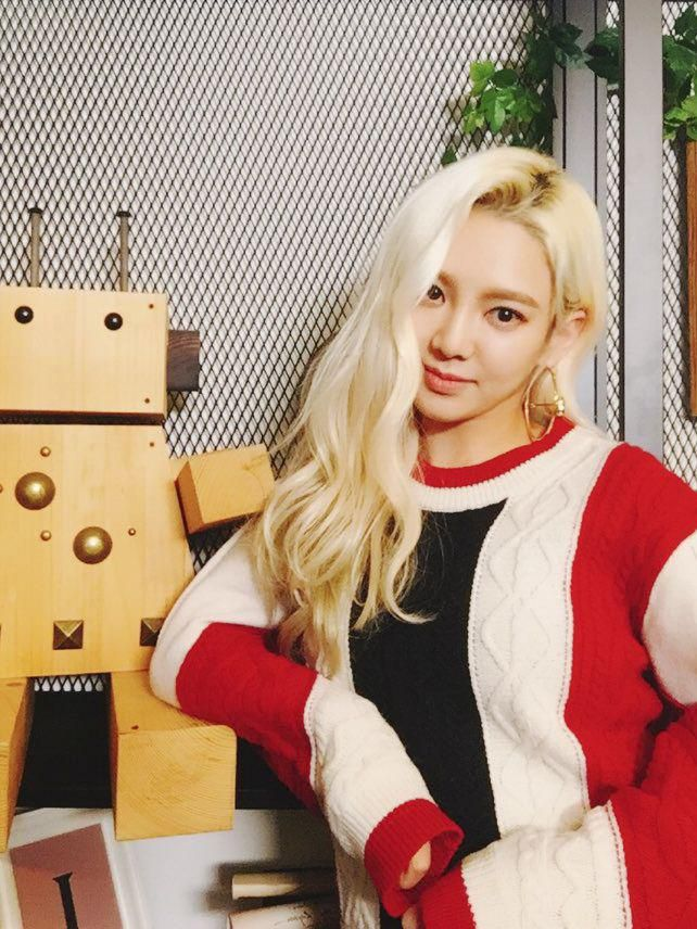 #HYOYEON on tvN '나의 영어 사춘기' first episode will air on December 4th at 8:10PM (KST) !
