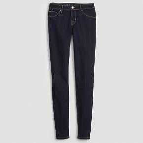 <p>Get fashion and comfort with Women's Mid-Rise Jeggings from Mossimo. Versatile and stylish, these women's jeggings are made of our super stretch fabric for a chic fit. They have a mid-rise waistline and a super skinny leg and leg opening. Pair these jeggings with a high-low tunic and ankle boots for a fashion-forward outfit.</p>