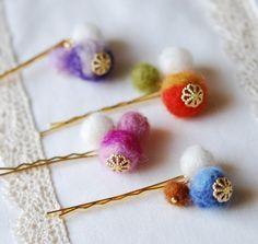羊毛フェルトで作れるフェルトボール。意外と簡単に作れちゃいます。たくさん作ったら、つなげてオリジナル雑貨にしてみませんか?・・・