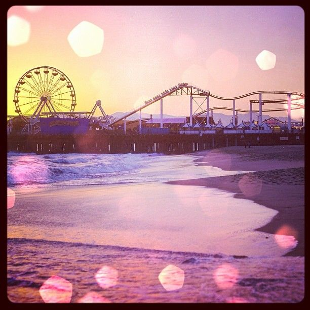 Santa Monica Pier. Is this where Lost Boys filmed? I'm totally wearing a gypsy skirt and leather jacket.