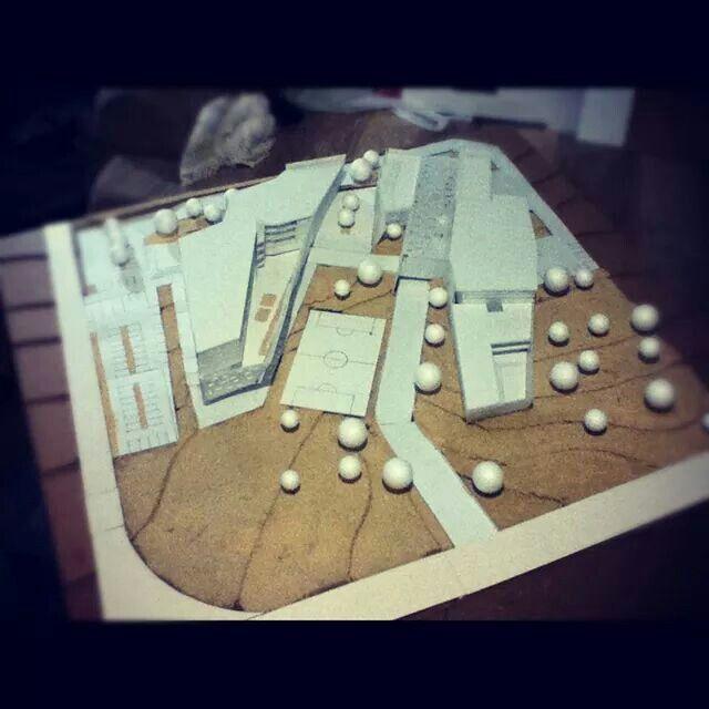 Maqueta monocromática en base de cartón. Escuela técnica. Proyecto.