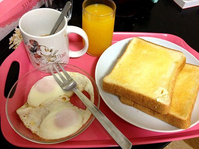これぞ朝ゴパンって感じ♪ - 2件のもぐもぐ - トーストと目玉焼き by romihi