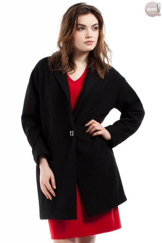 Czarny, ciepły, długi żakiet / płaszczyk zapinany na jeden guzik, z kieszeniami po bokach, wykonany w całości na podszewce. #żakiet #płaszcz #elegancki #czarny #kobieta #moda #trendy