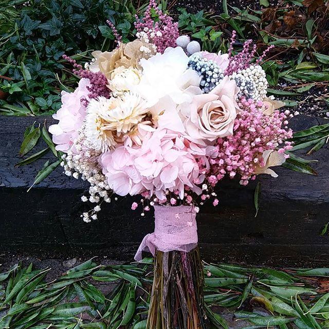 Hoy se casa Inmaculada en Jaen con este ramo de #florespreservadas. #ramodenovia #floresparatodalavida #noviasdeotoño