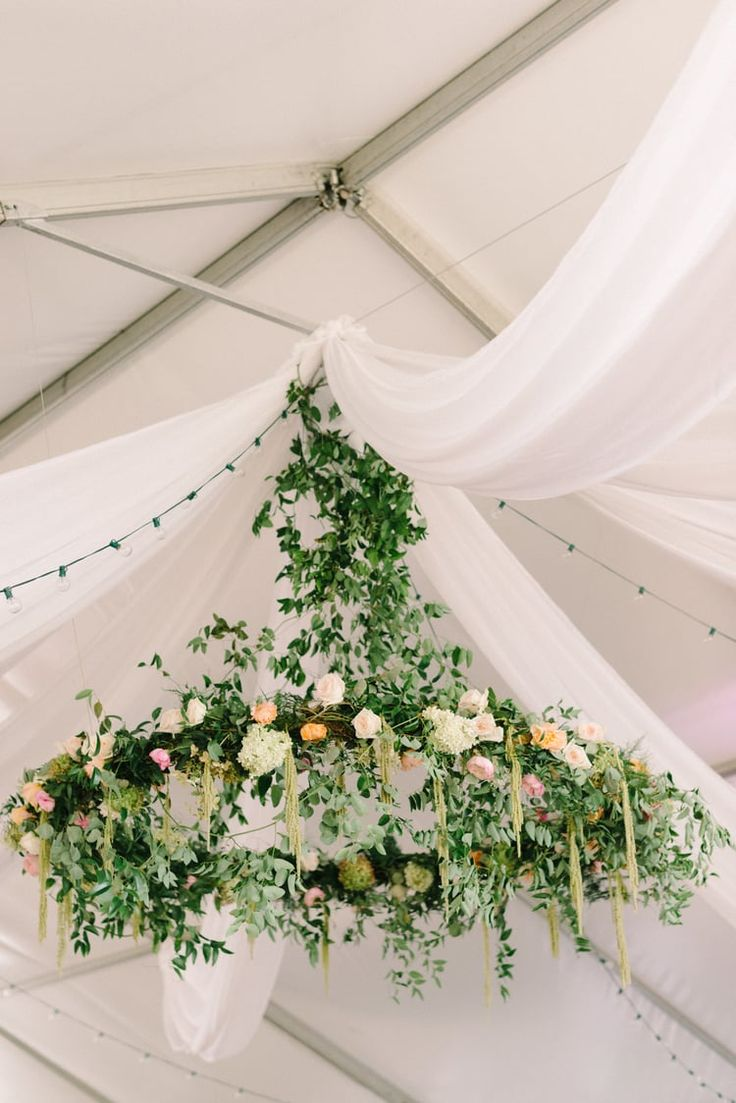 best HANGING FLOWERS images on Pinterest  Casamento Weddings