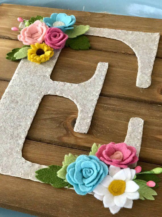 personalisierte Briefe, Kinderzimmer Kunst, Wandkunst, Filz Blumen, Holz Wandbeh…
