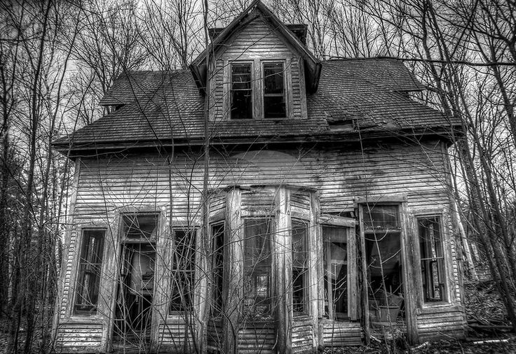 An old derelict house in the woods in USA - ********so much potential, imagine it!! i LO<3E it!! ~s