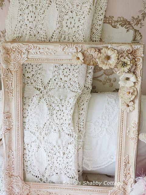 I must admit that sometimes I go astray from the romantic pink and shabby chic f… – Decor Home Help