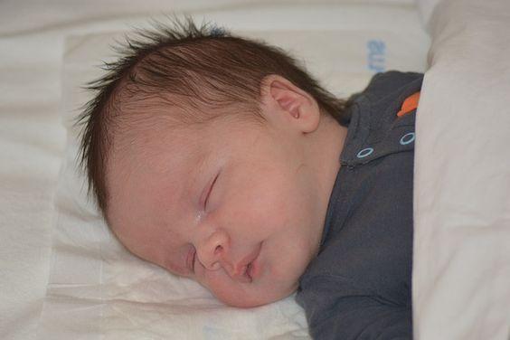 Nicht alleine einschlafen wollen ist ein lebenswichtiger Mechanismus. Wie man es schafft, dass das Kind nicht mehr so oft nachts aufwacht.