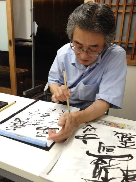 "#kyoto #japanese #calligraphy #experience #event #Ponto-cho / Every Friday, Sat.16:30p.m.-21pm.. ""I write wherever my heart leads me. It's free-wheeling, letting go of the five physical senses."""
