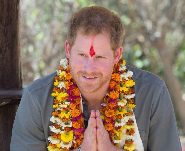 Príncipe Harry visita Nepal e fica hospedado em casa de família local