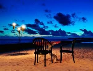 Despeja la mente en un bonito pueblo Mediterráneo: noche con desayuno + cava + cena romántica con bebida para 2 en el Atenea Park Suites Apartaments.