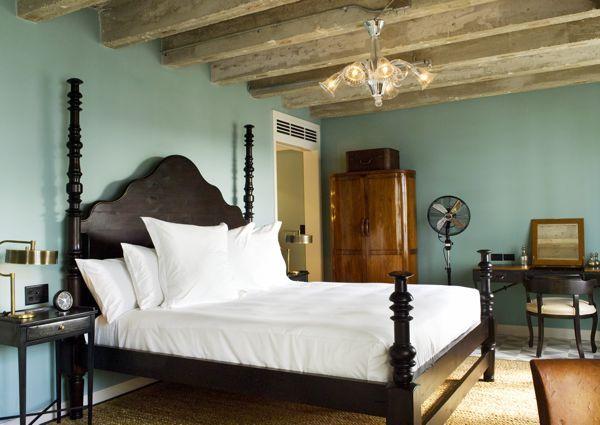 Soho Beach House Bayside Bedroom / Dix Blue Walls