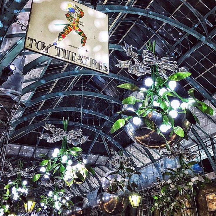 Toys and Mistletoes courtesy of @followthatbug - thank-you for your Christmassy picture  #lookup #childswonder #magicallondon #londonbylondoner #toystory  #ToyTheatres #PollocksToyshop #CoventGarden