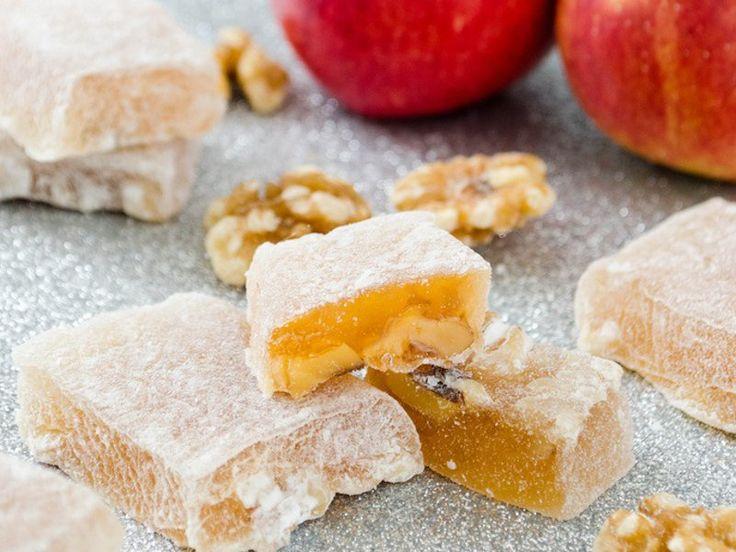 Λουκούμια από μήλο με καρύδια. Η μυρωδιά του μήλου θα σε κάνει να θέλεις να το φας εκείνη την ώρα!