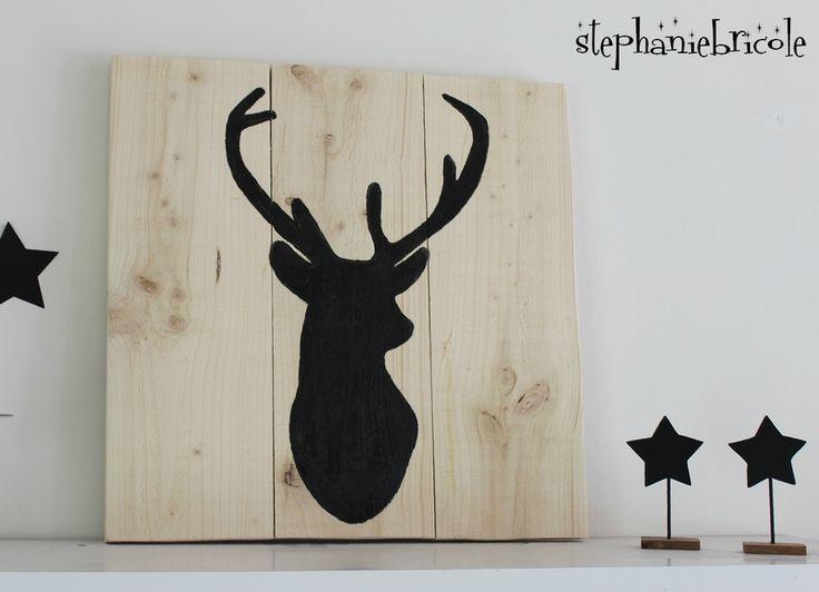 Idée déco scandinave- silhouette de renne peinte sur du bois