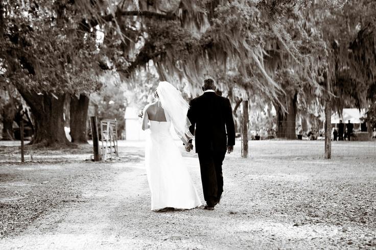Liza Jane & Richard Got Hitched in a Rustic South Ga Destination WeddingLiza Jane, Ga Destinations, Moss Fil Oak, Dirt, Destinations Wedding, Rustic South, Barefoot, Destination Weddings, Beautiful Moss Fil