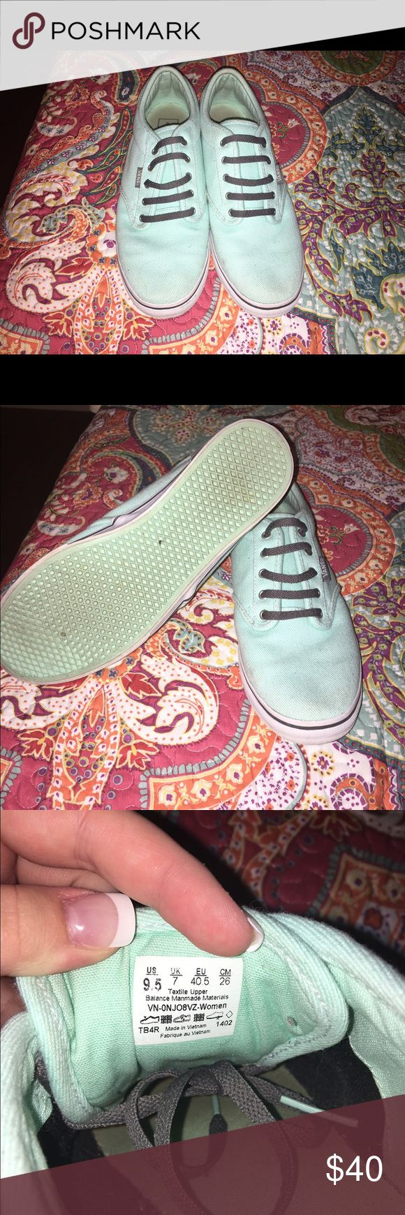 Mint Vans Vans, worn a few times. They are the wrong size for me... Very good condition!! Vans Shoes