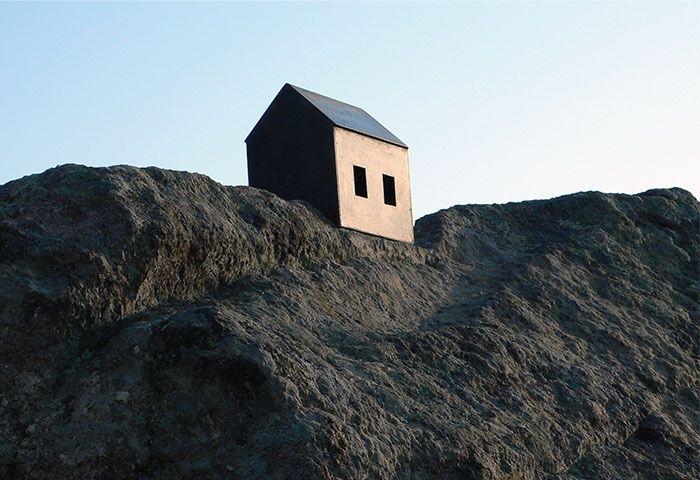 Orada Bir ev Var, Uzakta, 2007 - Osman Dinç