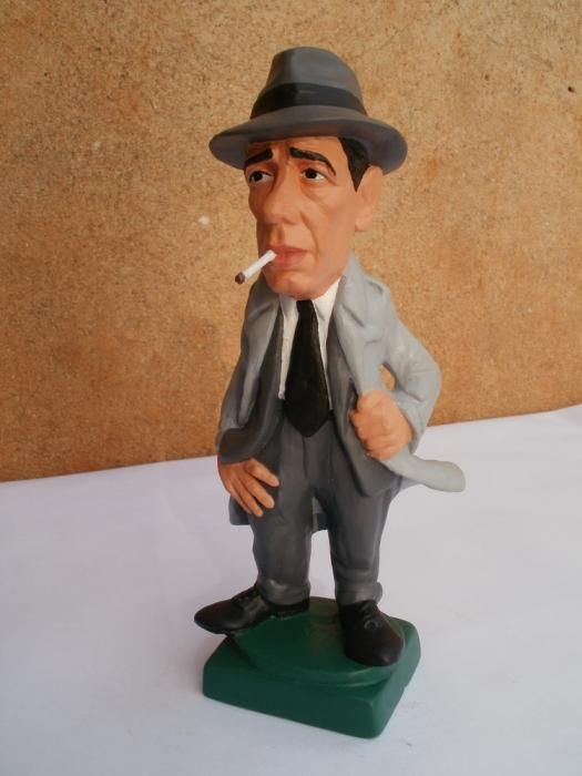 HUMPHREY  BOGART      by   CONSTANTINOS  CC   terracotta, metal wire and acrilic paint  http://constantinos.com.sapo.pt/