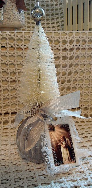 Bottle brush tree. Christmas crafts, ideas and DIY for decor, gifts and more #christmas