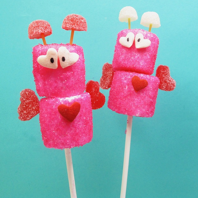 Incredibly cute little sugar coated Valentine's Day Love Bug Marshmallow Pops. #candy #Valentines #Day #marshmallow #food #pink #red #heart