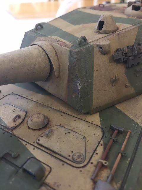 Realistic battle damage / ricochet on a Trumpeter 1/35 scale model E-100 super-heavy tank, built by Ian Gittins. www.davesmodelworkshop.com