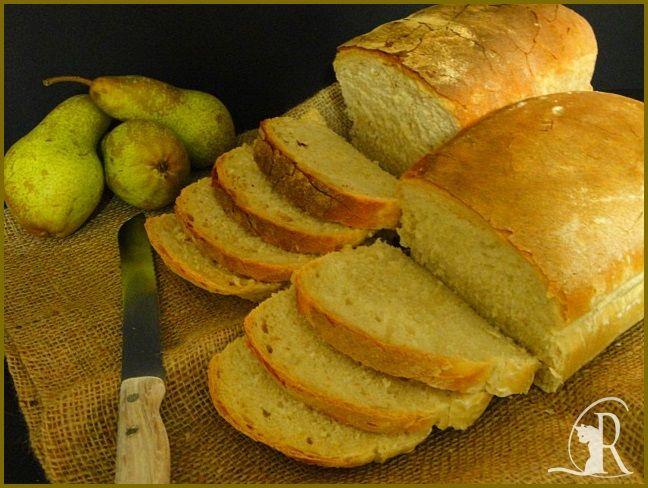 Pane semplice in cassetta bianco e ai 4 cereali