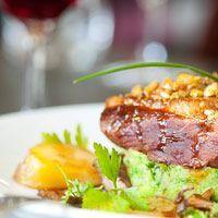 Découvrez la recette Canette rôtie aux poires sur cuisineactuelle.fr.