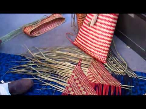 Maori flax weaving in the Wellington Central Library - YouTube