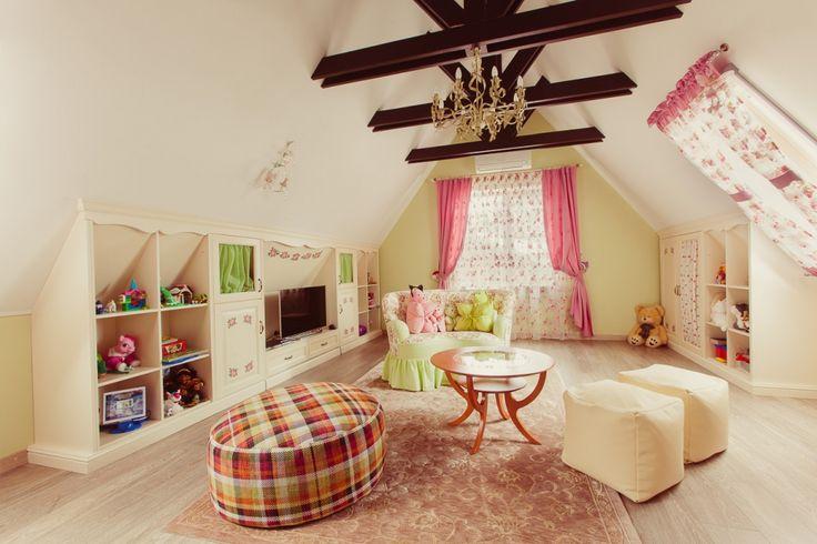 Оформление детской. Мебель: комоды, системы хранения, потолочные балки, ТВ