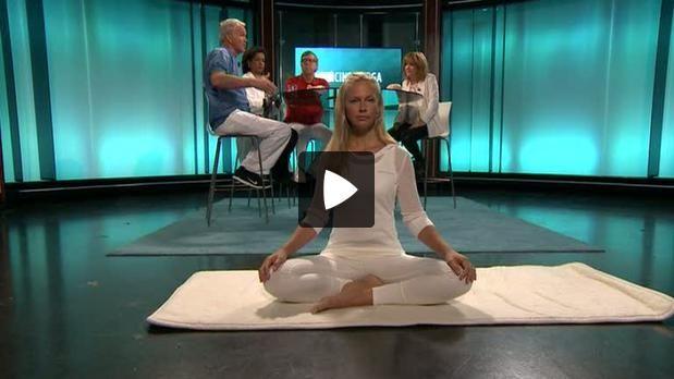 Om ryggont och hur medicinsk yoga kan vara bättre än operation. Ryggkirurg Björn Branth förklarar varför medicinsk yoga hjälper mot ryggont och Lisa Kock, medicinsk yogaterapeut, visar hur medicinsk yoga går till.
