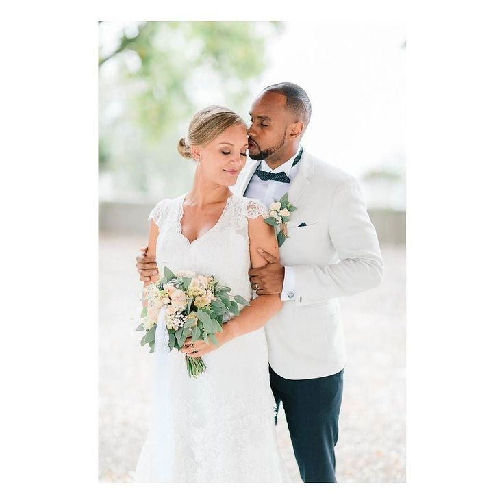 Much love !!! Fin du concours insta lundi !!! #julienbonjourphotographe #photographer #storytelling #liveforthestory  #lookslikefilm #lifeofadventure @canon_photos @canonfrance #annecy #geneve #geneva #france #lyonphotographe #lyon #chamonix #megeve #wedding #weddingphotographer #lovers #love #instalove #photographemariage #destinationweddingphotographer #belovedstories #couple #weddingflowers #flowercrown  #mariage  #muchlove_ig #weddinginspo #frandchfeatured