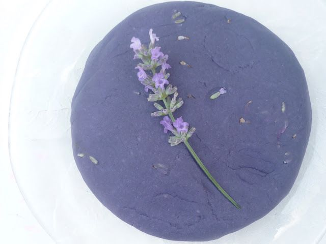 Make a super simple, no-cook lavender play dough recipe using flowers from the garden! A lovely, multi-sensory play activity for preschoolers.