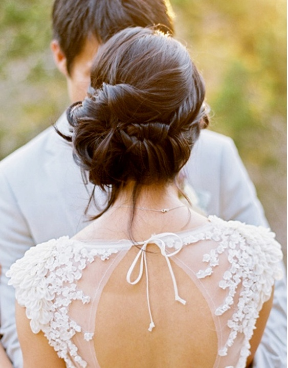 Noiva do Dia - Penteado Noiva - Coque em Camadas - Vestido Aberto nas Costas