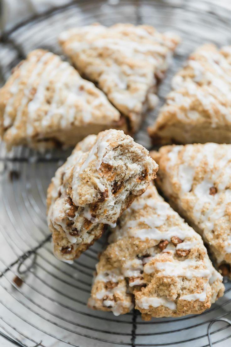 cinnamon chip scones I howsweeteats.com #cinnamon #scones #breakfast #christmas