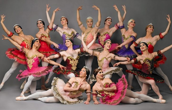 Ballet de Trocadero  http://oglobo.globo.com/fotos/2007/09/13/13_MHG_cult_trockadero3.jpg