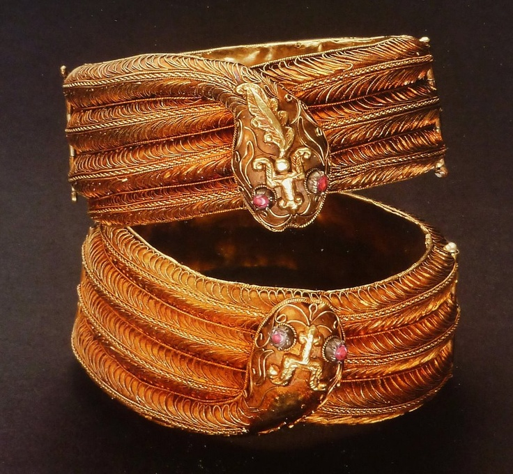 """A pair of """"snake"""" bracelets ('galang ular'), from the Minangkabau, West Sumatra, Indonesia. Gold and rubies. Shown in Bruce Carpenter e.a., *Ethnic Jewellery from Indonesia*, p. 104."""