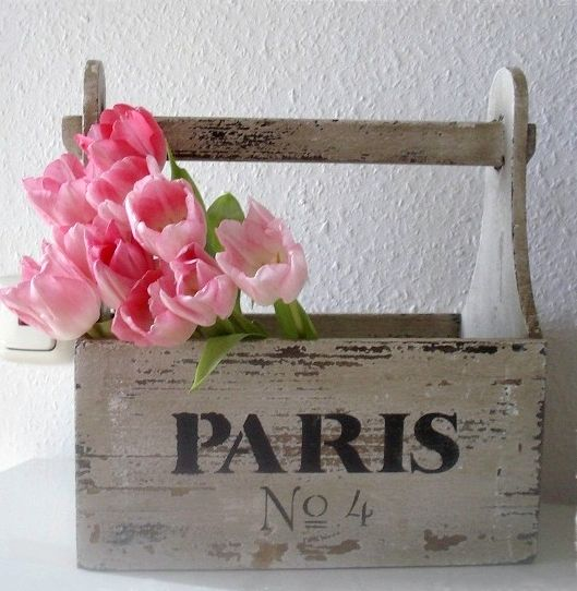 Place tulips into a short vase or jar and display in a vintage box or basket  Sℎ a b b y . C ℎ i c. #tulips. #vintage. #box