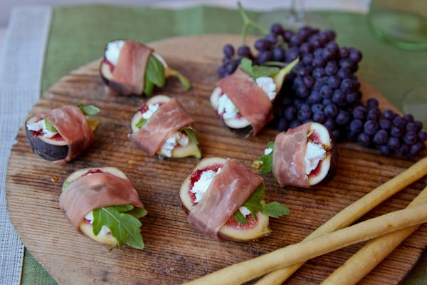 "Sometimes the most elegant dishes have very few ingredients.   They showcase beautiful, seasonal produce and simply shine.  This easy summer appetizer can be whipped up in minutes and is only 5-ingredients! Keep reading for the recipe… This recipe for ""Fresh Fig Bites with Goat Cheese and Prosciutto"" earned raves from the judges in our [...]"