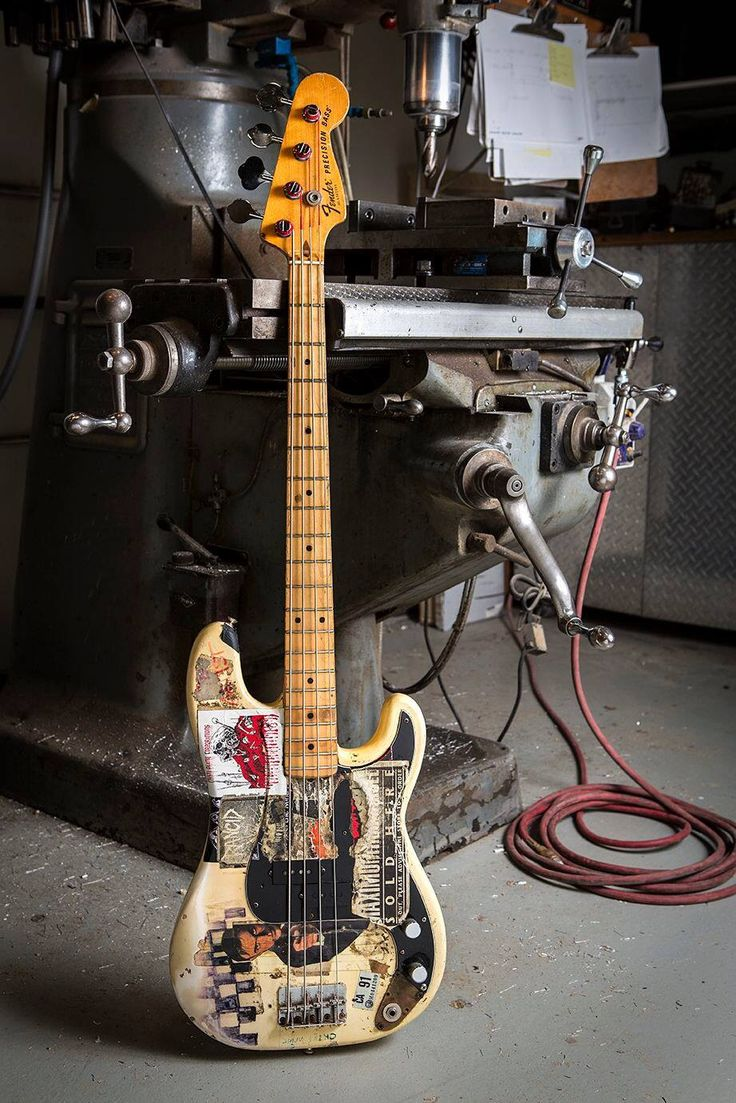Cool Fender! I believe this is Matt Freeman's 70s P Bass