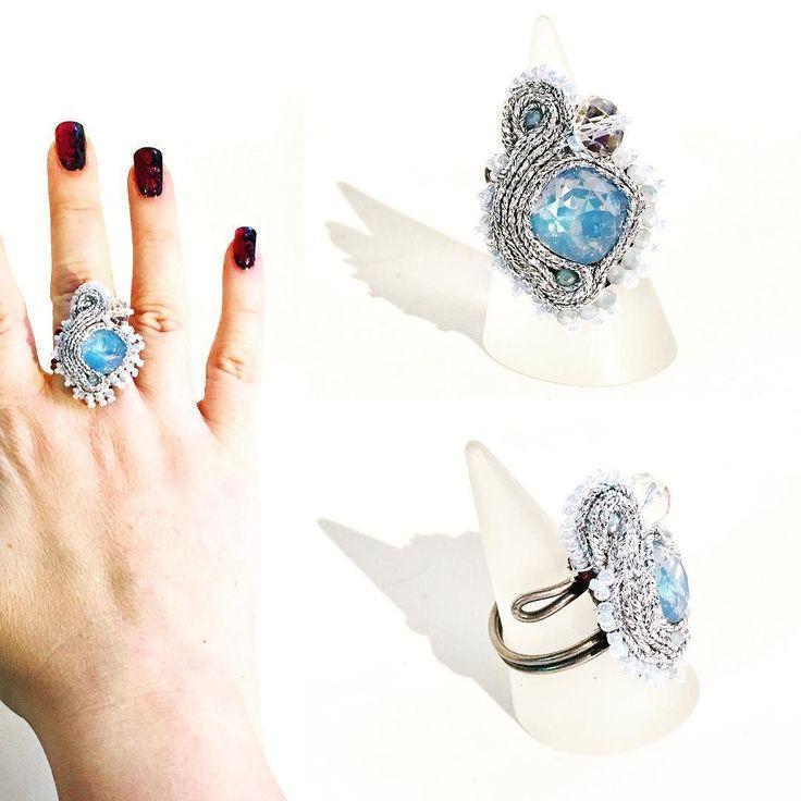 Un anello adatto alla regina dei ghiacci! #frozen con cristallo azzurro piattine laminate argento e base a spirale regolabile.  Subito disponibile per info contattami! . . . #archidee #becreative #bepositive #soutache #soutachejewelry #soutachemania #soutaches #handmade #handmadejewelry #supporthandmade #madeinitaly #rings #anelli #fashionjewelry #instajewelry #jewelgram #fashiongram #fashionista #jewelryblogger #ootd #outfit #instastyle #fashiondiaries #bohochic #jewelryporn #onsale…