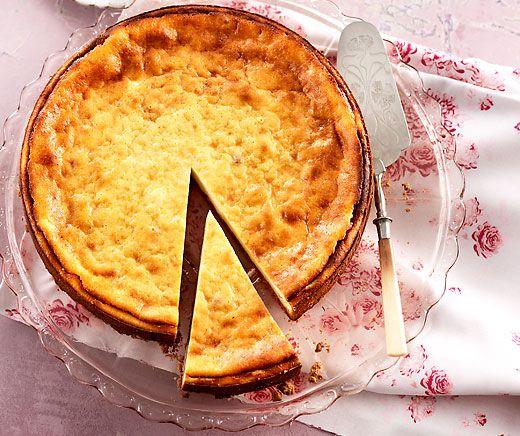 Cheesecake mit Kirschenkompott Say cheese! Ob auf dem Foto oder im Mund, dieser Cheesecake mit Kirschen und einem Boden aus Butterguetzli ist einfach fein!