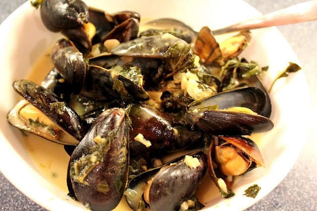 Mussels in Thai Green Curry Broth . . . so good we slurped the broth ...