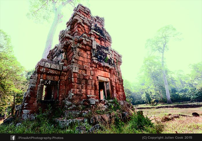 Walking on from #Baphuon, there were many #ruins, such as this one.